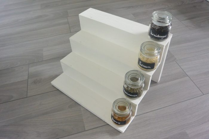 DIY Kruiden trappetje geverfd Simple Thoughts