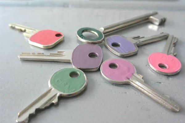 simple thoughts sleutels nagellak vrolijk