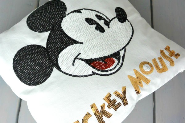 simple thoughts disney fan mickey kussen