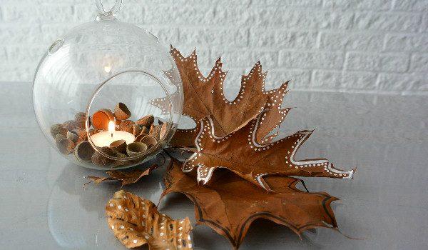 simple thoughts simpele herfst decoratie bladeren eikels