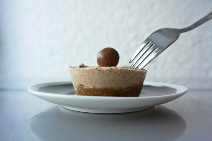simple-thoughts-malteser-baileys-cheesecake-recept